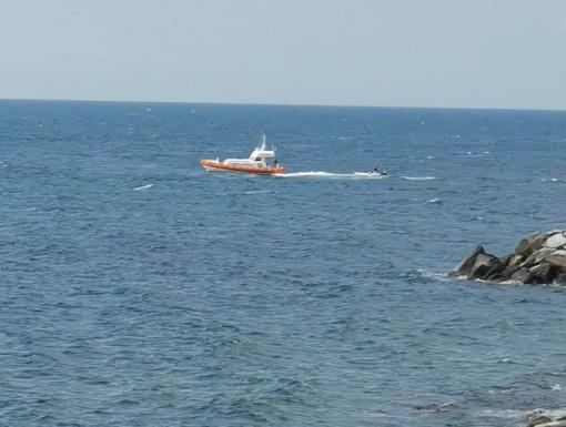 Sanremo, la guardia costiera salva l'equipaggio di una canoa in difficoltà, i ringraziamenti di una nostra lettrice