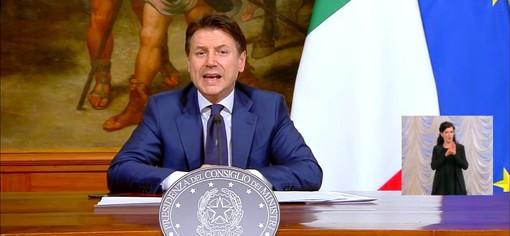 """Coronavirus, Conte conferma la proroga delle restrizioni fino al 3 maggio, e sull'Europa: """"Ieri un primo passo, ma spingiamo per gli Eurobond"""" (Video)"""