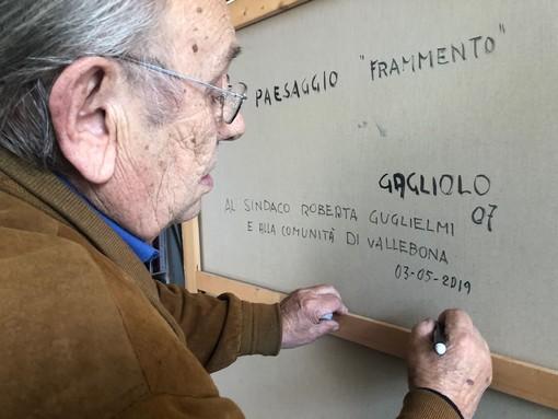 Vallebona: il pittore Sergio Gagliolo dona un suo quadro al comune e rafforza il suo legame con la cittadinanza