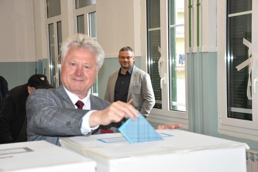 Ventimiglia: primi dati ufficiosi dal seggio 4, in testa Scullino con oltre il 50% dei voti