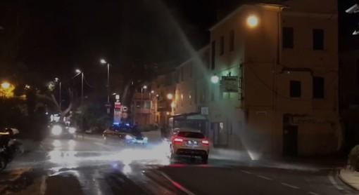 Imperia: ennesima rottura alla tubatura dell'acquedotto, geyser alla Marina (foto e video)