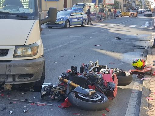 Imperia, scontro furgone-moto in via Garessio: gravi due giovani (Foto)