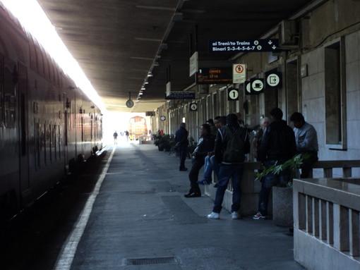 """Immigrati sui treni e ritardi, un frontaliere: """"Basta siamo stufi, é ora di intervenire seriamente!"""""""
