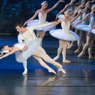 Spettacolo di balletto 'Il lago dei cigni' all'Auditorium Apollon dell'Acropoli di Nizza