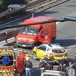 E' in prognosi riservata al 'Santa Corona' il 66enne coinvolto ieri nell'incidente sul cavalcavia di Ventimiglia