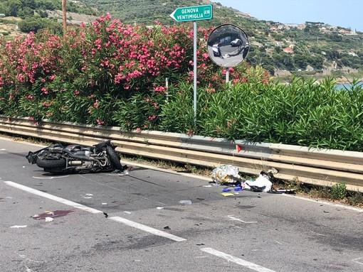 San Lorenzo al Mare, incidente moto-furgone al bivio di Civezza: 42enne in gravi condizioni (foto)