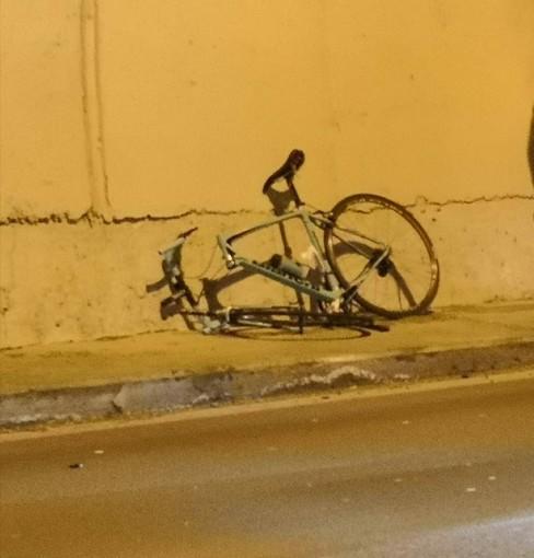 Pontedassio: nuovo incidente sulla statale 28. Ciclista investito da un furgoncino in galleria