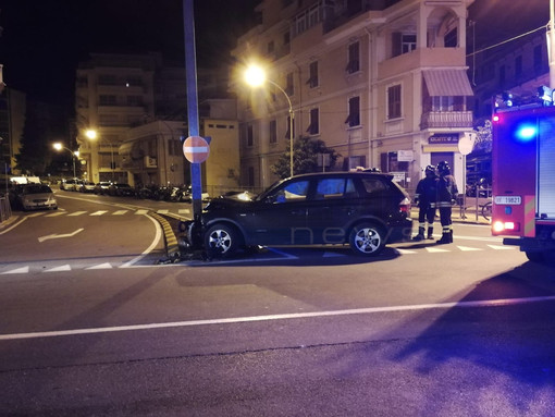 Sanremo: suv si schianta contro un palo a San Martino, l'incidente nella notte