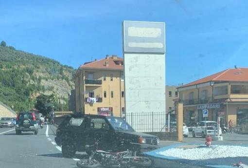 Imperia: scontro tra auto e moto in via Nazionale, due feriti trasportati in ospedale