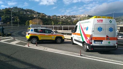 Sanremo: perde il controllo della moto in Aurelia Bis e finisce contro un guardrail, 51enne portato in Ospedale