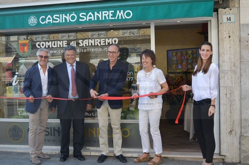 L'inaugurazione dell'info-point sotto al Casinò nell'estate del 2015