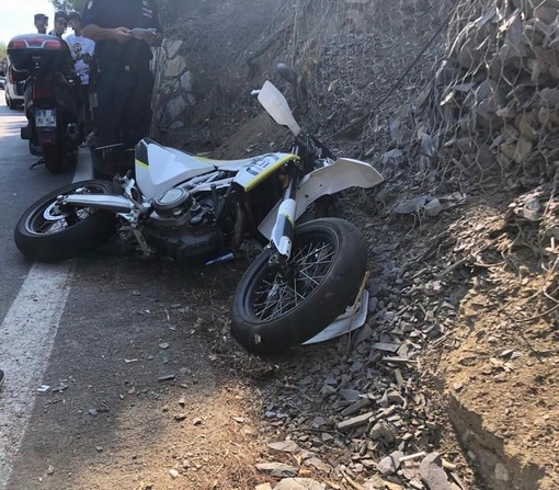 Diano Marina, incidente a Capo Berta: giovane motociclista trasportato a Pietra Ligure in codice rosso (Foto)