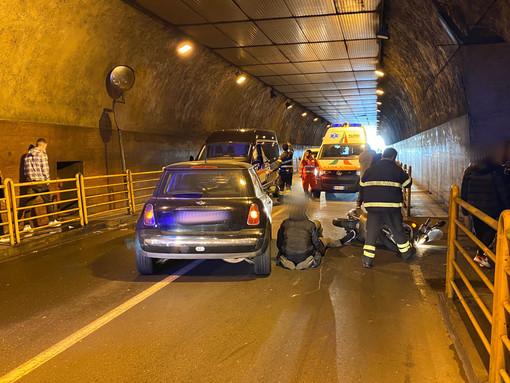 Sanremo: scontro auto-scooter in galleria Francia, lievi ferite per il centauro portato in ospedale (Foto)
