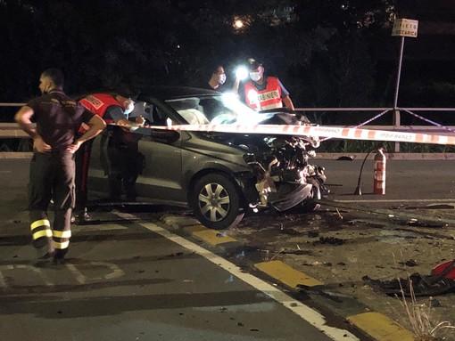 Taggia: grave incidente sulla superstrada, violento scontro tra una moto ed un'auto. 52enne muore sul colpo (Foto)