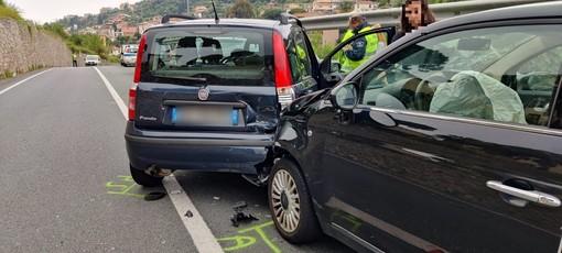 Sanremo, incidente all'uscita dell'Aurelia Bis in zona Borgo: due le auto coinvolte (foto)