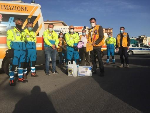Il Lions Club Ventimiglia dona tute anticontaminazione alla Croce Azzurra di Vallecrosia