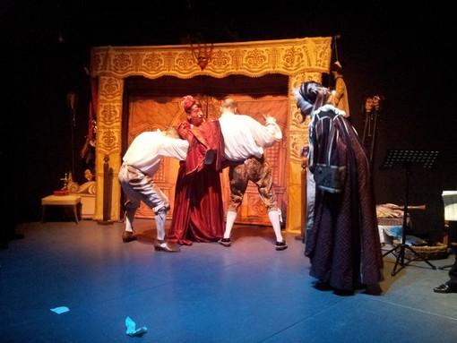 San Lorenzo al Mare: grande successo per 'La pazzia senile' rappresentata dal Teatro dell'Albero e dai Cantores Bormani