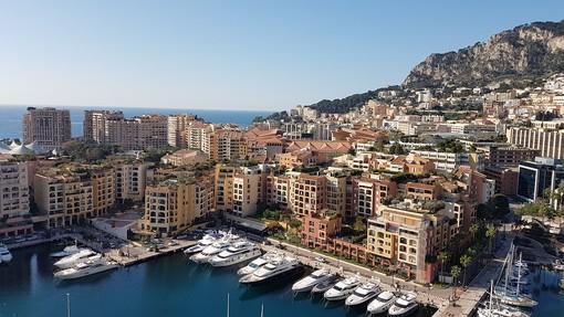 Principato di Monaco: coprifuoco alle 22, meno restrizioni per ristoranti e bar e apertura delle piscine