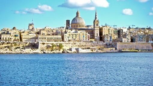 Rientrano oggi in Italia gli otto studenti imperiesi bloccati a Malta per il covid: dopo la quarantena possono finalmente riabbracciare le famiglie