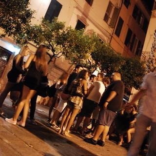 """Ventimiglia, una nostra lettrice: """"Totale accordo con l'ordinanza anti movida selvaggia del sindaco Scullino. Basta con lo sballo e lo squallore"""""""