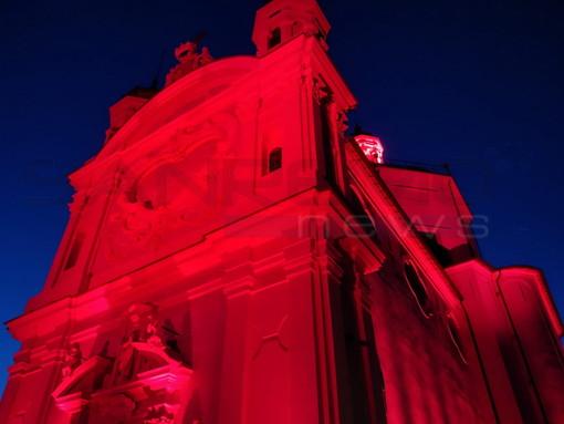 Sanremo: in memoria dei cristiani perseguitati, il Santuario della Madonna della Costa si tinge di rosso