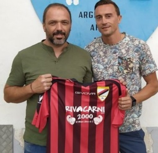 Christian Maiano, allenatore dell'Atletico Argentina, con Luigi Demare