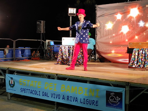 Riva Ligure: torna stasera in piazza Ughetto il Mago Zimba con le sue nuove magie