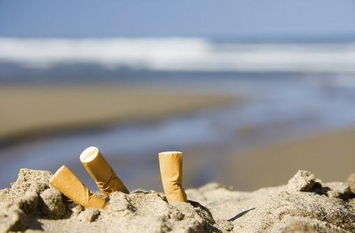 Anche Ventimiglia sarà 'Smoke free': pronta l'ordinanza che vieta di fumare in spiaggia, sulla passeggiata mare e nei Giardini pubblici