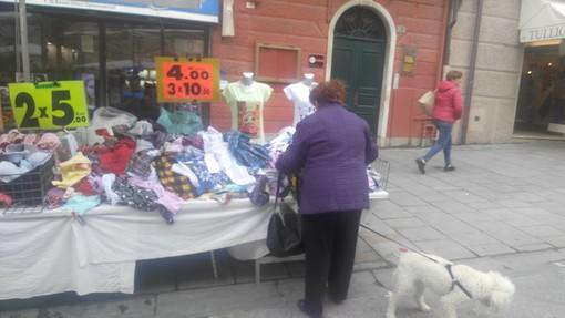 Imperia: scatta l'obbligo assicurativo per gli ambulanti dei mercati settimanali. Ok da Confesercenti, contraria Confcommercio
