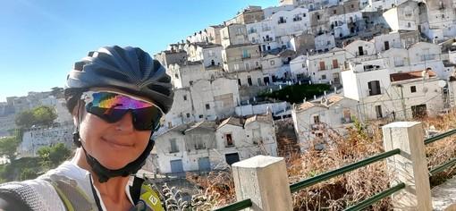 """Da Imperia a Gallipoli in bici per la Croce Bianca. Natalie Allegra ci racconta il suo viaggio, e rivela: """"La prossima avventura sarà dedicata alle donne"""""""