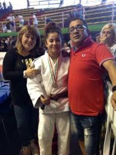"""Arti marziali. La studentessa del Liceo Scientifico Sportivo Nadia Arfaoui campionessa di judo: """"Risultati importanti anche grazie alla scuola che frequento"""""""