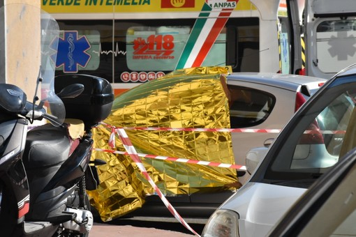 Ventimiglia, sparatoria in via Gianchette, uomo uccide una donna di 30 anni e si toglie la vita (foto e video)