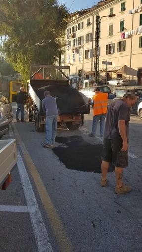 Ventimiglia: in attesa del restyling legato ai lavori del porto, interventi di manutenzione in piazza Costituente