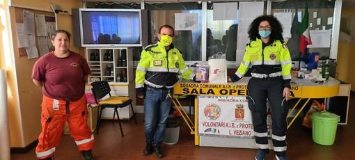 Donato dall'ACEB di Camporosso un termometro digitale a infrarossi alla Protezione Civile di Ventimiglia