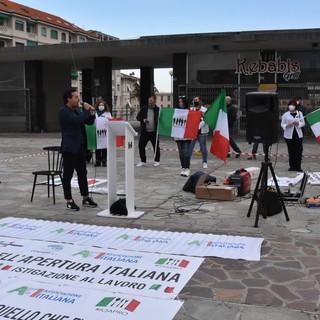 Sanremo: protesta delle imprese in piazza Colombo, delegazione incontra Amadeus