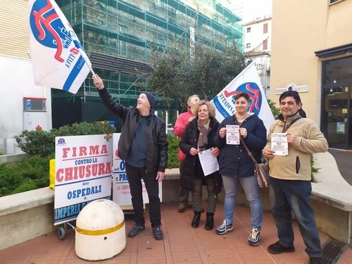 """Imperia: presidio di 'Cittadinanza Attiva' contro l'ospedale unico """"Raccolte 20mila firme, ma non ci fermeremo"""" (Video)"""