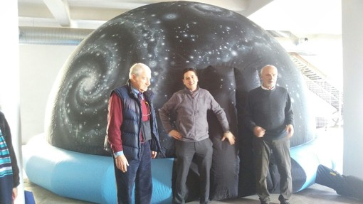 """Imperia: """"L'Universo in una Stanza"""" da oggi si potrà ammirare al Museo Navale con l'affascinante Planetario Itinerante (Foto e Video)"""