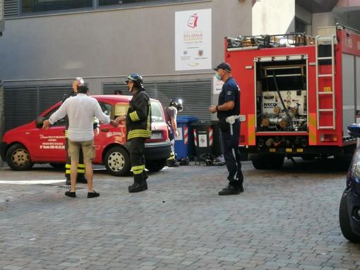 Sanremo, intervento dei vigili del fuoco al Palafiori. Principio di incendio nel vano ascensore. Nessun intossicato o ferito (Foto)