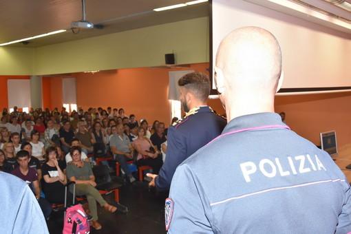 Nel primo giorno di scuola la Polizia di Stato incontra i ragazzi degli istituti di Imperia, Sanremo e Ventimiglia