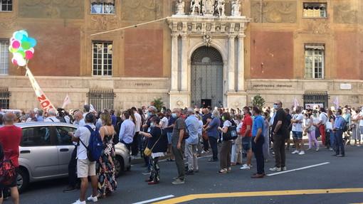 """Genova: in centinaia per dire no all'accordo Stato-Atlantia """"Questo contratto non s'ha da fare"""" (Foto e Video)"""