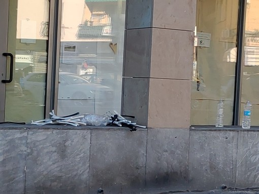 """Sanremo, degrado e sporcizia dopo il mercato del sabato, la replica di Dentis: """"Bisogna essere informati sulla procedura"""""""