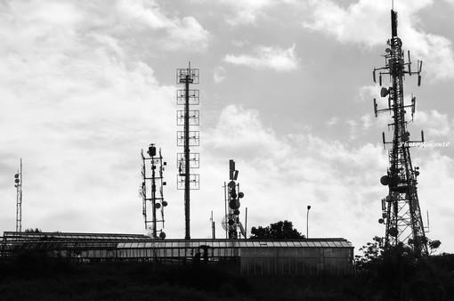 A Bordighera un'ordinanza che vieta le antenne, a Sanremo un comitato contro: ma cos'è il 5G? Ecco uno studio sulla nuova tecnologia