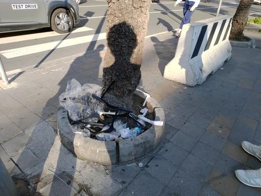 Sanremo, degrado e sporcizia dopo il mercato del sabato: la segnalazione di un nostro lettore indignato (foto)