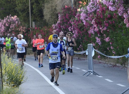 Oggi a Sanremo la 'Run for the whales', alle 18.30 scattano la mezza maratona, 10 km e family run