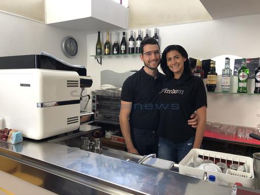 Dopo tre mesi ha riaperto il bar del Comune di Taggia: dietro il bancone una giovane famiglia