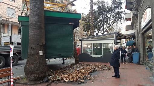 Un'altra edicola verso la demolizione a Ventimiglia: stamattina la rimozione in centro ma il popolo dei social è diviso