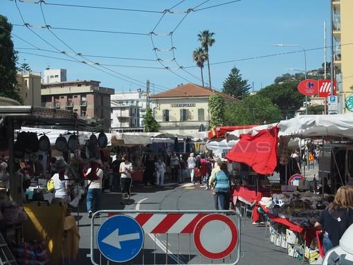 Riparte il mercato del lunedì di Arma di Taggia: le interviste tra i banchi a commercianti e clienti (Foto e Video)