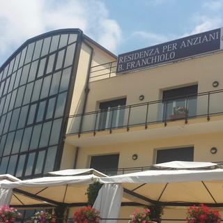 Sanremo: i ringraziamenti della famiglia Dho alla residenza 'Anni Azzurri' per le cure prestate alla loro cara Bruna