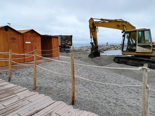 San Bartolomeo al Mare: 1400 tonnellate di ghiaino per il ripascimento delle spiagge libere
