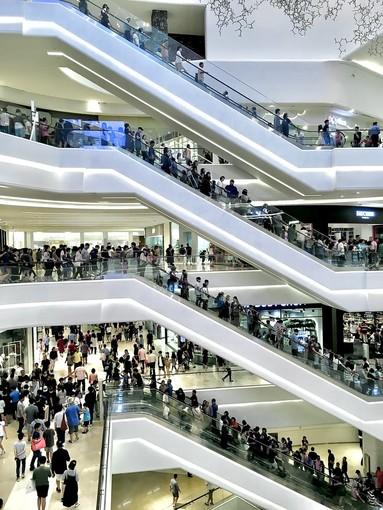 Perchè le persone fanno shopping continuamente?